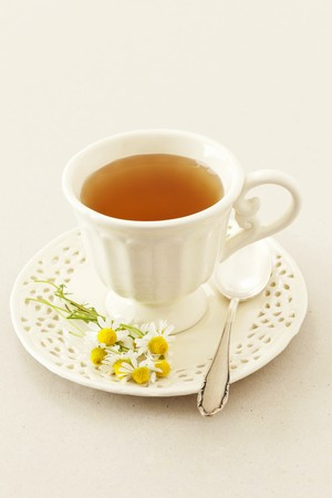 nature cure: A cup of camomile tea and fresh camomile flowers LANG_EVOIMAGES