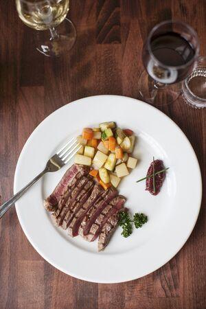 beefsteak: Beefsteak with root vegetables LANG_EVOIMAGES