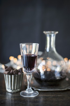 fortified: Port wine in a glass and a carafe with chocolate pralines LANG_EVOIMAGES