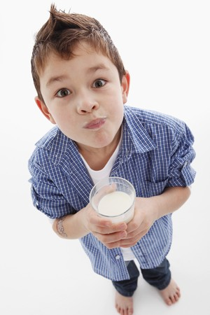 well beings: Little boy drinking milk LANG_EVOIMAGES