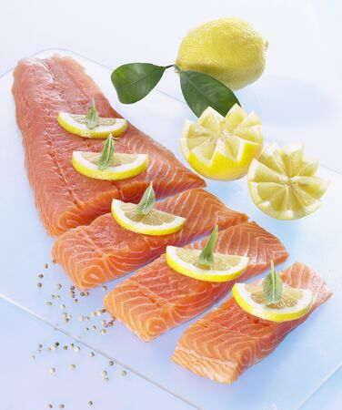 lemon slices: Salmon fillet with lemon slices