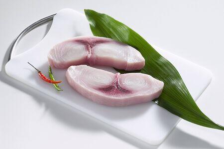 aliments: Steaks d'espadon frais