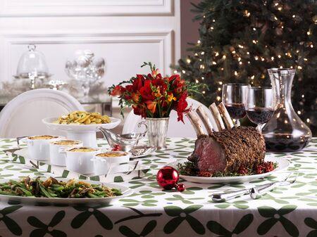 contorni: Tavola di Natale con arrosto di costolette e contorni LANG_EVOIMAGES