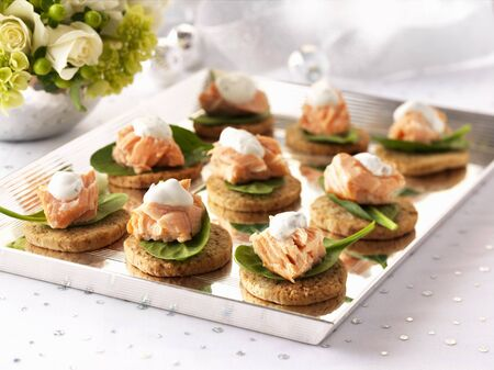 canapes: Salmon canapes