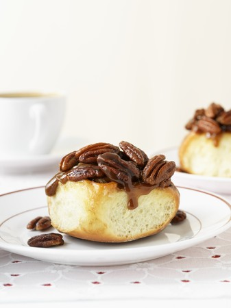 bread roll: Sticky Pecan Date Bun (sweet bread roll with pecan nuts and dates) LANG_EVOIMAGES