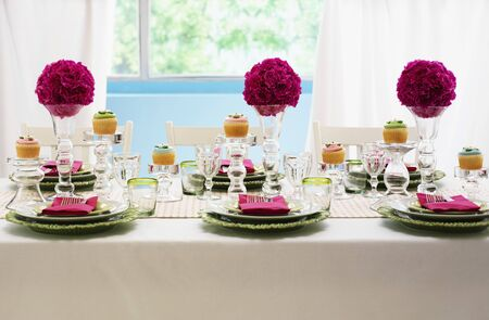festively: A festively laid table with flower balls