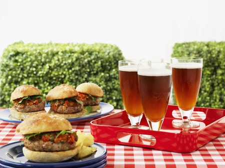 broiling: Hamburger and beer on a picnic table