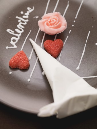 forcing: A plate being decorated for Valentines day LANG_EVOIMAGES