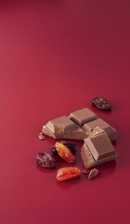 peaceful background: Milk chocolate, raisins and sultanas LANG_EVOIMAGES