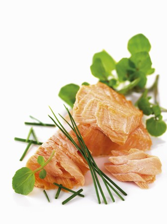 water cress: Poached salmon with chives and water cress LANG_EVOIMAGES