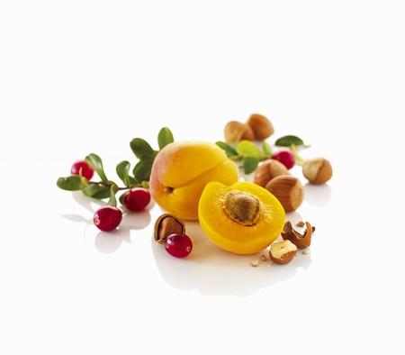 vaccinium macrocarpon: Apricots, cranberries and hazelnuts