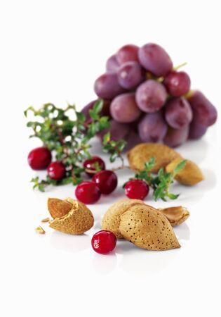 vaccinium macrocarpon: Grapes, cranberries and almonds