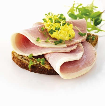water cress: Rye bread with ham, scrambled egg and water cress LANG_EVOIMAGES