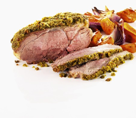 ovenbaked: Roast lamb with pesto chili crust LANG_EVOIMAGES