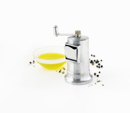 pepper grinder: Pepper grinder, peppercorns and olive oil