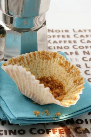 espresso machine: Empty paper muffin case in front of espresso machine LANG_EVOIMAGES