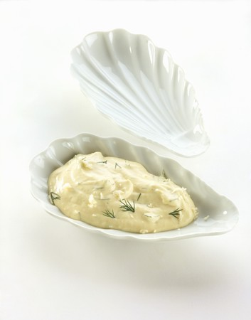 noone: Remoulade dip in a mussel shell LANG_EVOIMAGES