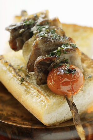 broiling: Barbecued pork kebab on sesame baguette LANG_EVOIMAGES