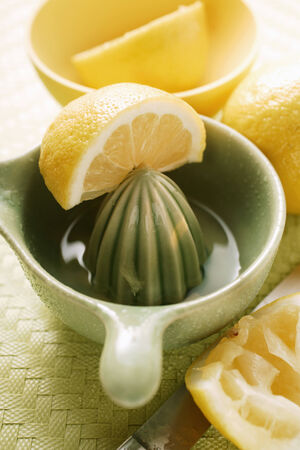 squeezer: Lemons with lemon squeezer LANG_EVOIMAGES