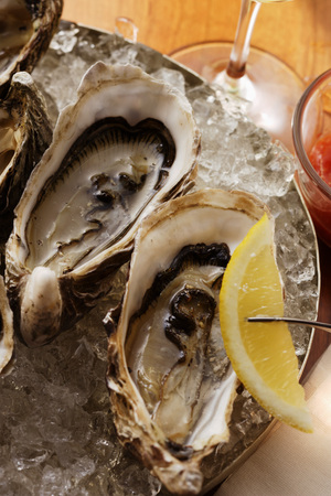 wedge: Oysters on ice with wedge of lemon