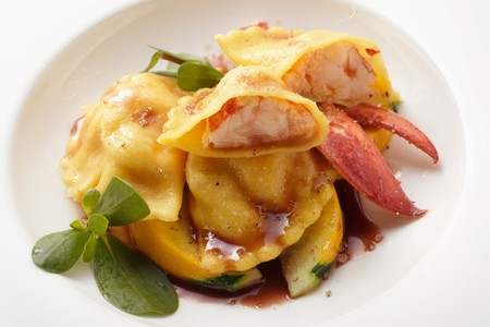 cocozelle: Ravioli with lobster filling on courgettes