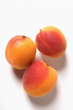noone: Three apricots LANG_EVOIMAGES