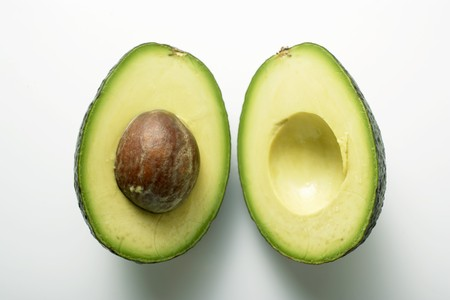 Avocado, halved LANG_EVOIMAGES