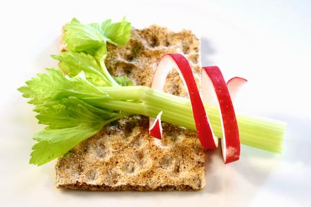 apium graveolens: Crispbread with celery and radishes