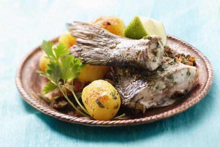 made in morocco: Sea bass with roast potatoes (Morocco) LANG_EVOIMAGES