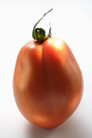 completed: A tomato (standing on its end) LANG_EVOIMAGES