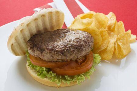 all american burger: Hamburger with potato crisps