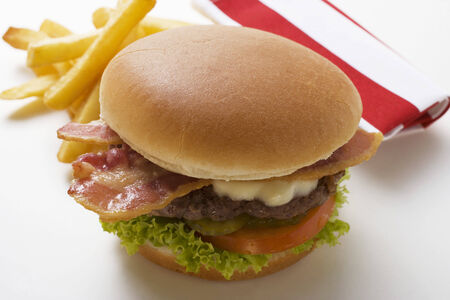 all american burger: Hamburger with bacon and chips