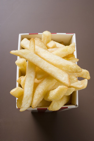 fingerfood: Chips in striped box LANG_EVOIMAGES