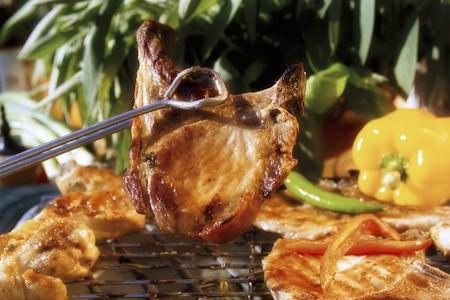karaj: Grillezett sertéskaraj grill csipeszt