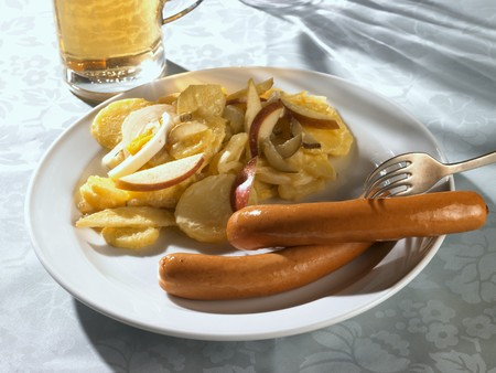scalded sausage: Frankfurters with potato salad LANG_EVOIMAGES