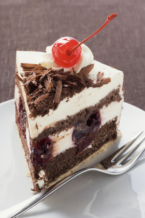 gateau: Piece of Black Forest gateau with cherry LANG_EVOIMAGES