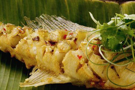 zander: Fried zander on banana leaf (Indonesia) LANG_EVOIMAGES