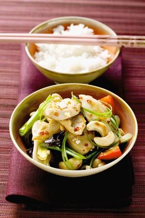 pez espada: Pez espada con granos de anacardo y verduras, arroz (Asia) LANG_EVOIMAGES