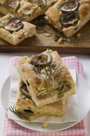 pine nuts: Focaccia with figs, rosemary and pine nuts LANG_EVOIMAGES