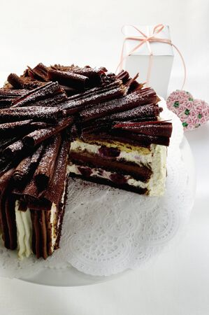 cream on cake: Torta de la crema con cerezas