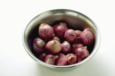 redness: Several shallots in dish LANG_EVOIMAGES