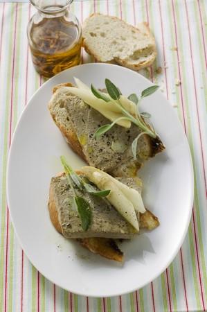 higado de pollo: Terrina de h�gado de pollo con esp�rragos y sabio en el pan (Veneto) LANG_EVOIMAGES