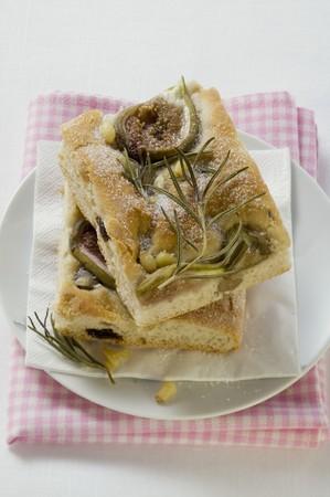 pine nuts: Focaccia con fichi, rosmarino e pinoli