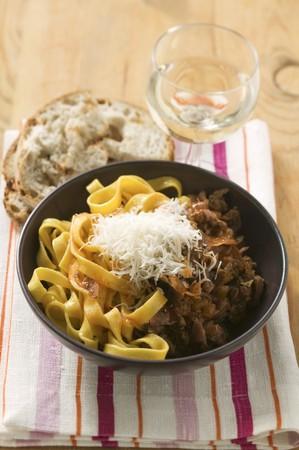 carne picada: Pasta de cinta azafr�n con rag� de carne picada