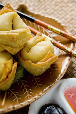 hoisin: Deep-fried wontons with two sauces