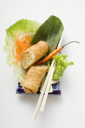 scored: Spring roll, cut in half, on salad (China) LANG_EVOIMAGES
