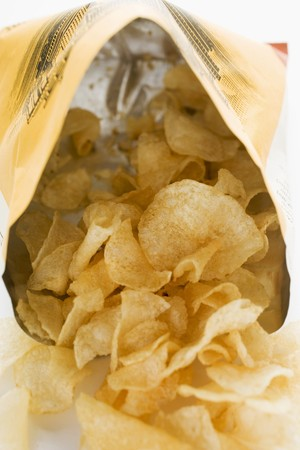 crisps: Potato crisps in opened bag LANG_EVOIMAGES