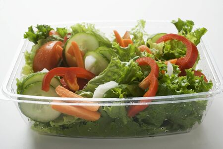 take away: Salad leaves with cucumber, tomato, carrots, peppers to take away LANG_EVOIMAGES