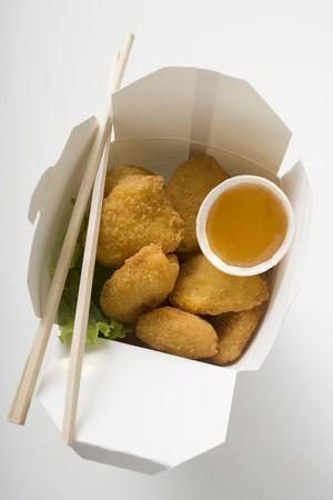 Chicken Nuggets: Nuggets de pollo con salsa agridulce para llevar