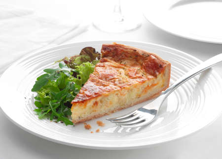 arugola: cheese and chive quiche with a rocket salad LANG_EVOIMAGES